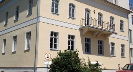 Gebäudeansicht der Wohnanlage Schloss Johannisberg in Radebeul