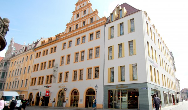 Gebäudeansicht des Swissôtels in Dresden
